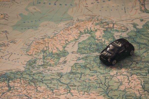 年に数回車を使って旅行に行く